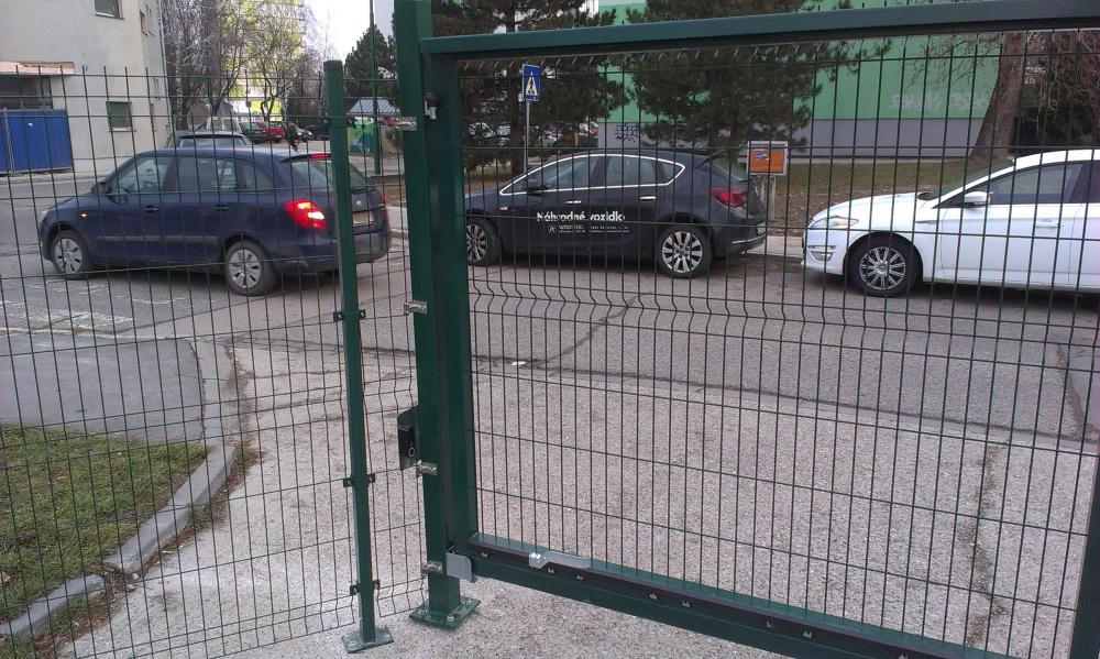 Posuvná brána a 3d panel